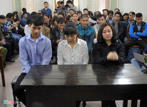 Xử vụ cháy quán karaoke, 13 người chết: Phiên tòa chật cứng người đến dự - Ảnh 2