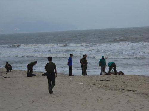 Phát hiện thi thể đang phân hủy trôi trên biển Bình Thuận - Ảnh 1