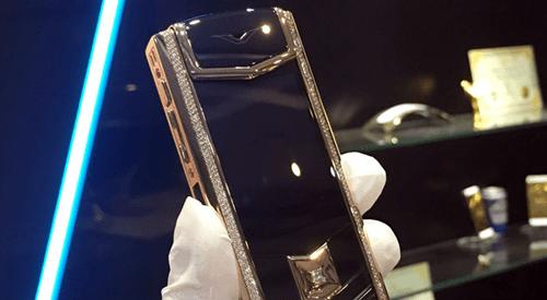 Người đàn ông Trung Quốc nghi trộm 500 triệu và chiếc điện thoại Vertu của bạn - Ảnh 1
