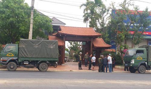 Nổ súng giữa ban ngày ở Kon Tum, 2 người thương vong: Khám xét nhà nghi can - Ảnh 1