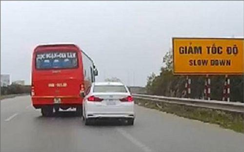 Phạt tài xế xe khách lạng lách, đánh võng trước đầu xe con trên cao tốc 7,5 triệu đồng - Ảnh 1