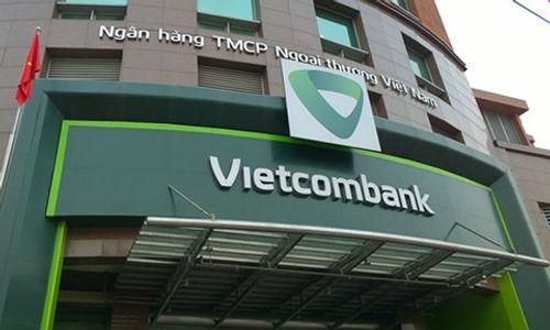 Khách hàng phàn nàn việc tăng phí dịch vụ: Vietcombank nói gì? - Ảnh 1