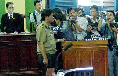 Nhà báo có quyền tác nghiệp tại phiên tòa công khai - Ảnh 1