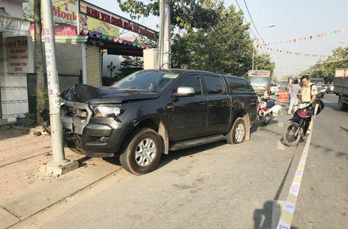 Truy đuổi ôtô chở thuốc lá lậu, 2 cảnh sát bị tông văng - Ảnh 1