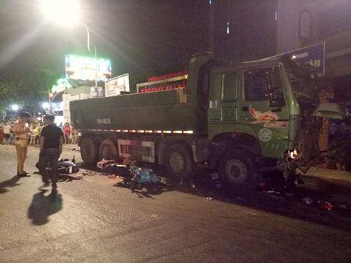 Bắt giam tài xế xe ben tông hàng loạt xe máy ở Sài Gòn khiến 1 người chết - Ảnh 1
