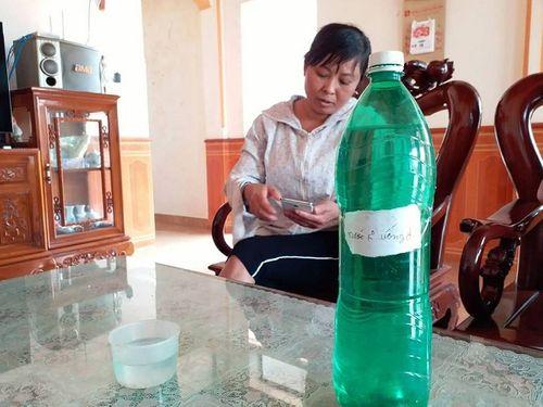 Thanh Hóa: Truy tìm đối tượng nghi đổ thuốc diệt cỏ vào bể nước ăn của người dân - Ảnh 1