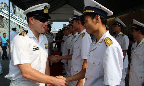 Cận cảnh 3 tàu Hải quân Hoàng gia Australia vừa cập cảng Sài Gòn - Ảnh 4
