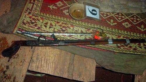 Thanh Hóa: Điều tra vụ 2 vợ chồng chết bất thường bên khẩu súng kíp - Ảnh 1