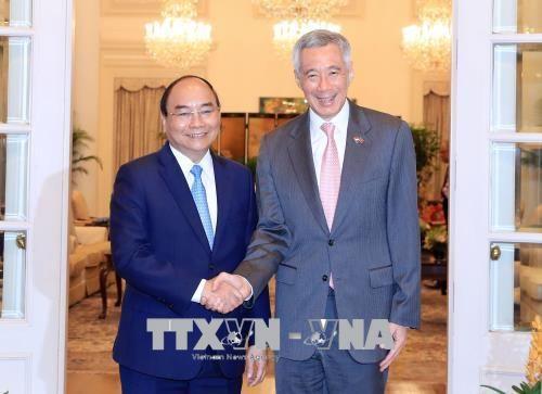 Lễ đón chính thức Thủ tướng Nguyễn Xuân Phúc thăm Singapore - Ảnh 2
