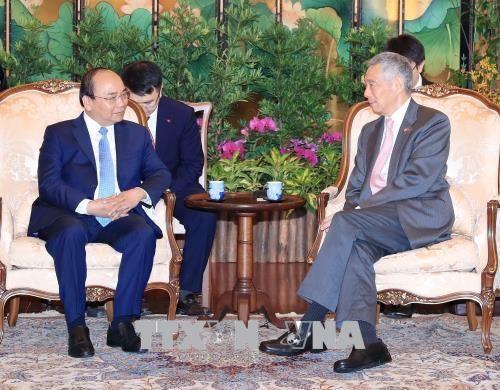 Lễ đón chính thức Thủ tướng Nguyễn Xuân Phúc thăm Singapore - Ảnh 3