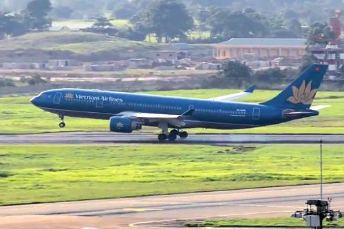 Vụ máy bay Vietnam Airlines đáp nhầm đường băng: Bộ GTVT lên tiếng - Ảnh 1