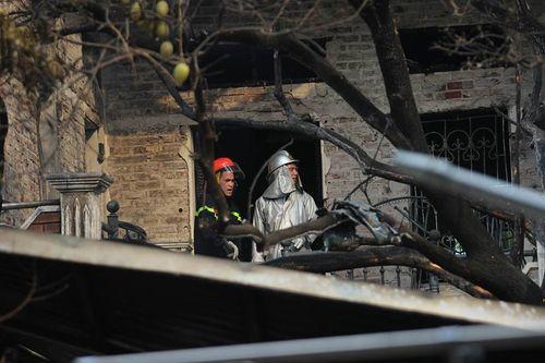 Hiện trường vụ cháy dữ dội kèm tiếng nổ cạnh chân cầu Vĩnh Tuy - Ảnh 5