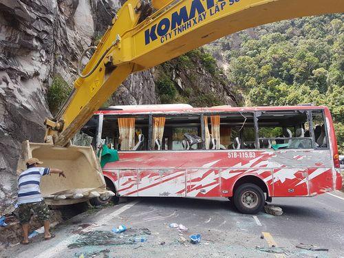 Phó Thủ tướng chỉ đạo khẩn trương điều tra nguyên nhân vụ lật xe khách làm 3 người chết - Ảnh 1