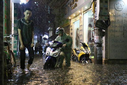 Hà Nội: Các điểm úng ngập trên địa bàn Thủ đô đã cơ bản rút hết nước - Ảnh 1