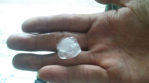 Mưa đá kéo dài 10 phút ở Đồng Nai, nhiều nhà cửa bị hư hỏng - Ảnh 1