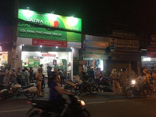 Quá trình truy đuổi 2 nghi can cướp giật hung hãn ở Sài Gòn đâm 3 người trọng thương - Ảnh 2