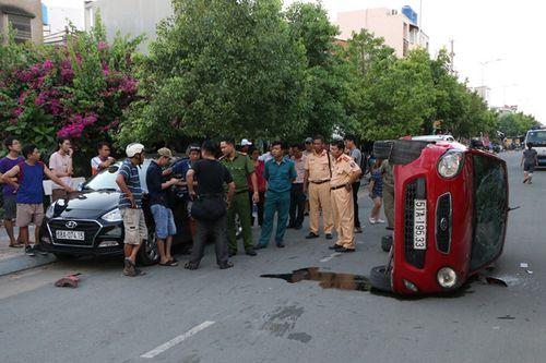 Thiếu niên 17 tuổi lái ôtô tông hàng loạt xe ở Sài Gòn - Ảnh 2