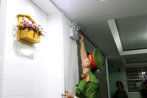 Kiểm tra đột xuất chung cư 15 tầng ở Nha Trang, phát hiện nhiều sai phạm về phòng cháy - Ảnh 2
