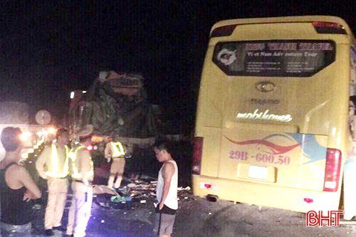 Phó Thủ tướng yêu cầu khẩn trương điều tra vụ ôtô khách va chạm xe container, 2 người chết - Ảnh 1