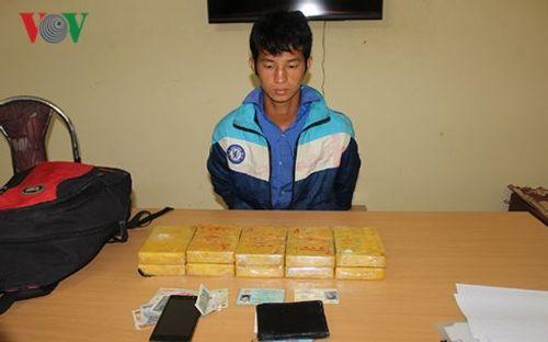 Bắt quả tang nam thanh niên mua bán 10 bánh heroin - Ảnh 1