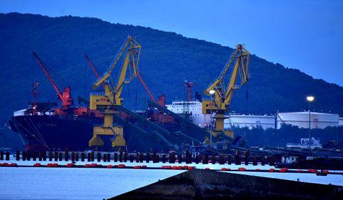 Phó thủ tướng chỉ đạo khẩn trương khai quật tàu cổ đắm tại biển Dung Quất - Ảnh 1