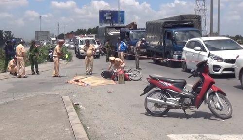 Mẹ tử vong, con trai 4 tuổi bị thương nặng sau cú va chạm với xe tải - Ảnh 1