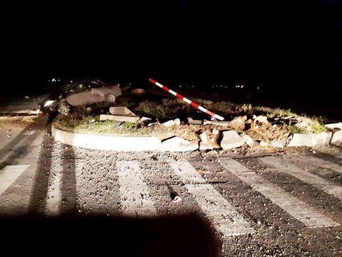 Tin tai nạn giao thông mới nhất ngày 14/7/2018: Xe lao vào dải phân cách, chánh văn phòng huyện ủy tử vong - Ảnh 1