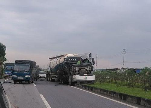 Tin tai nạn giao thông mới nhất ngày 19/7/2018: Xe giường nằm chở 40 hành khách cháy rụi khi đang chạy - Ảnh 2