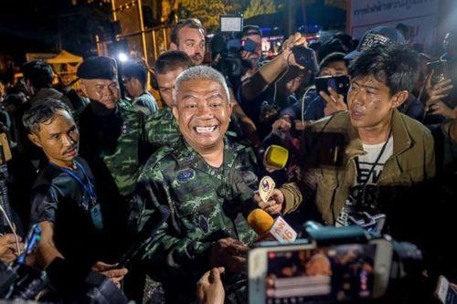 Những hình ảnh cảm động của đội bóng Thái Lan sống sót thần kỳ sau 9 ngày mắc kẹt - Ảnh 3