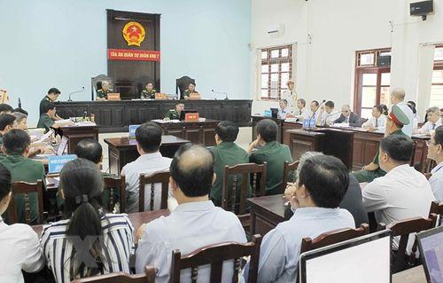 """Tuyên phạt cựu thượng tá quân đội Đinh Ngọc Hệ (Út """"trọc"""") 12 năm tù - Ảnh 2"""
