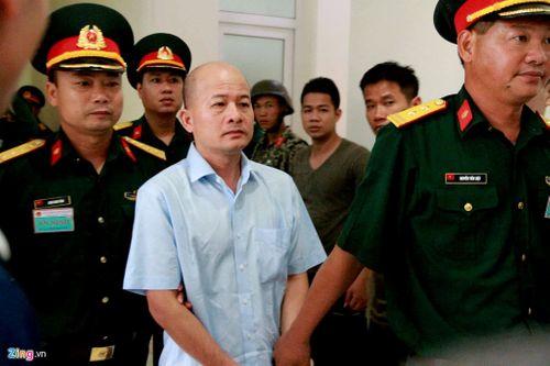 """Tuyên phạt cựu thượng tá quân đội Đinh Ngọc Hệ (Út """"trọc"""") 12 năm tù - Ảnh 1"""
