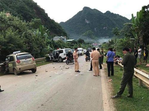 Tin tai nạn giao thông mới nhất ngày 7/7/2018: Cắt cabin, đưa thi thể tài xế bị kẹt cứng sau tai nạn ra ngoài - Ảnh 2