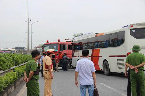 Tin tai nạn giao thông mới nhất ngày 2/8/2018: Tàu hoả đâm nát ô tô chở 4 người băng qua đường - Ảnh 3