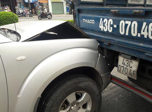 Tin tai nạn giao thông mới nhất ngày 11/8/2018: Xe máy va chạm ôtô tải, bé trai 6 tuổi tử vong - Ảnh 2