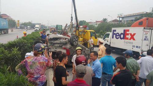 Tin tai nạn giao thông mới nhất ngày 11/8/2018: Xe máy va chạm ôtô tải, bé trai 6 tuổi tử vong - Ảnh 3