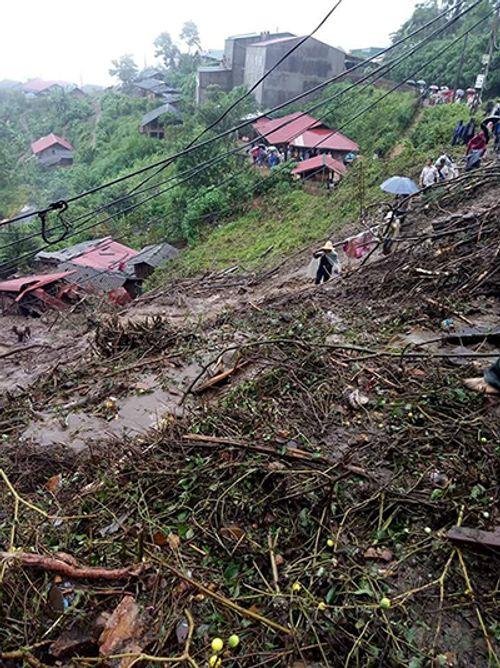 Sạt lở đất ở Lai Châu: Ít nhất 6 người chết, 5 người mất tích - Ảnh 1