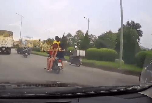 Tin tai nạn giao thông mới nhất ngày 10/8/2018: Tai nạn liên hoàn, hai thanh niên tử vong - Ảnh 3