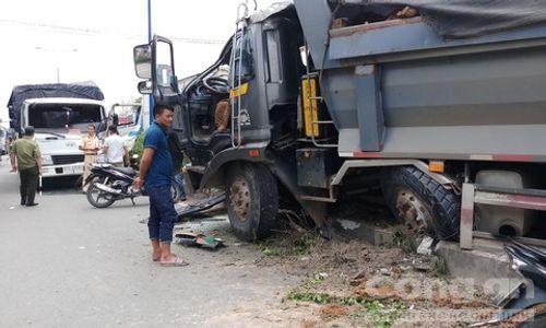 Tin tai nạn giao thông mới nhất ngày 27/9/2018: Bảo vệ chợ ven quốc lộ bị xe khách tông chết - Ảnh 2