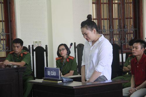 Thiếu phụ xinh đẹp sát hại chủ nợ ngất lịm khi bị tuyên án - Ảnh 1