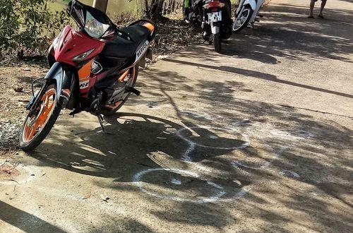 Tin tai nạn giao thông mới nhất ngày 7/9/2018: Tự lao xe vào gốc cây, 2 người thương vong - Ảnh 1