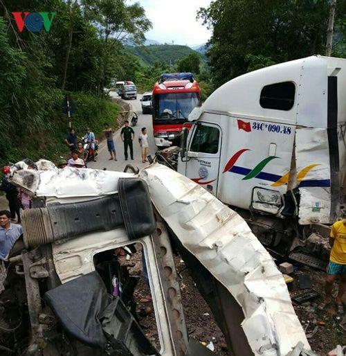 Tin tai nạn giao thông mới nhất ngày 7/9/2018: Tự lao xe vào gốc cây, 2 người thương vong - Ảnh 2