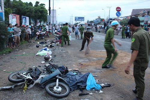 Tin tai nạn giao thông mới nhất ngày 14/1/2019: Ôtô chở hiệu trưởng bị xe container tông gần cổng trường - Ảnh 3