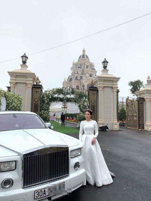 Hé lộ danh tính cô dâu đeo vàng trĩu cổ, tổ chức đám cưới trong lâu đài ở Nam Định - Ảnh 2