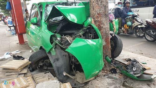 Tin tai nạn giao thông mới nhất ngày 16/1/2019: Va chạm với xe chở rác, 2 thanh niên tử vong - Ảnh 2