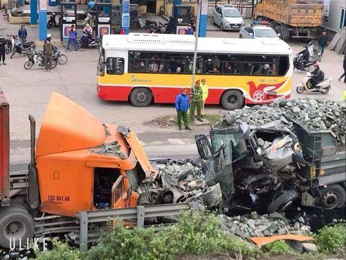 Tin tai nạn giao thông mới nhất ngày 3/1/2019: Taxi tông xe máy, 3 thanh niên tử vong - Ảnh 3