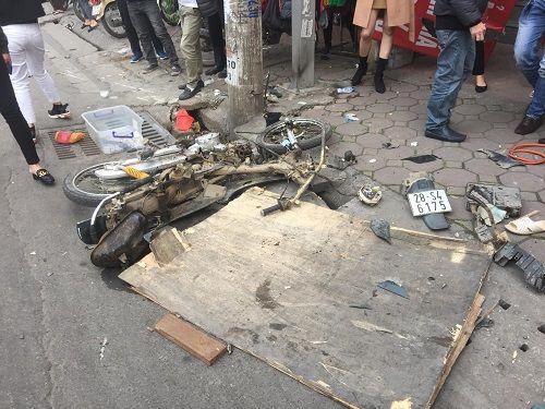 """Thai phụ thoát chết vụ xe """"điên"""" ở Hà Nội: Ô tô lao vút như cơn lốc, """"càn quét"""" vỉa hè - Ảnh 1"""