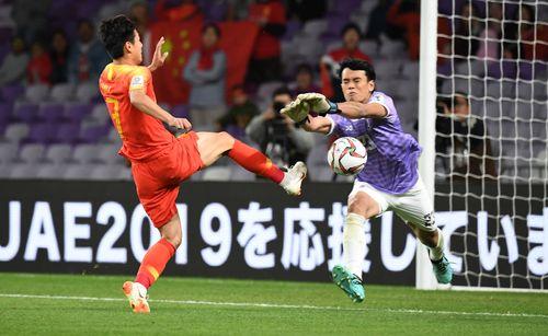 Thái Lan 1-2 Trung Quốc: Bùng nổ cú đúp trong 4 phút, Trung Quốc lội ngược dòng ngoạn mục - Ảnh 1