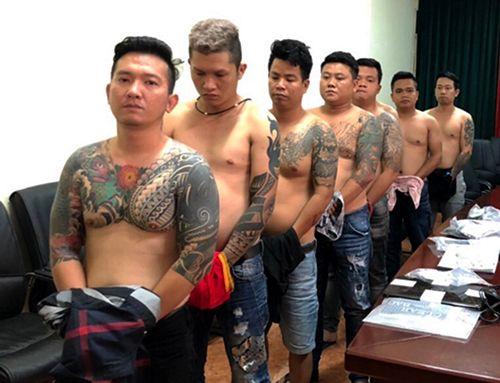 """Hé lộ trùm giang hồ khét tiếng Vũ """"bông hồng"""": Đi đâu cũng có 10 đàn em xăm trổ hộ tống - Ảnh 1"""