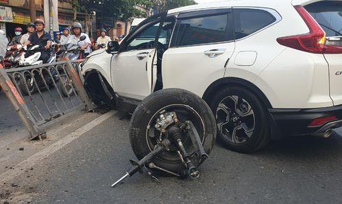 Tin tai nạn giao thông mới nhất ngày 23/1/2019: Xe đầu kéo biển đỏ đâm xe máy trên cầu, 1 người tử vong - Ảnh 2