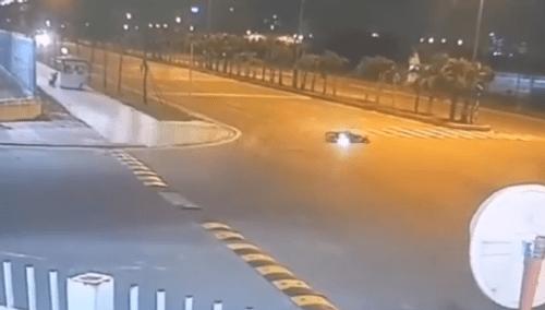 Video: Phóng nhanh qua gờ giảm tốc, người đi xe máy ngã trượt dài cả chục mét - Ảnh 1